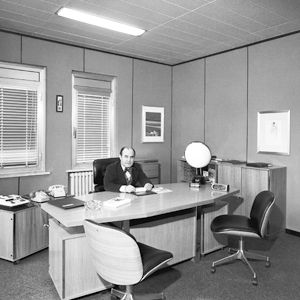 Der Ingenieur in seinem Arbeitsraum in Segrate in den Siebzigerjahren